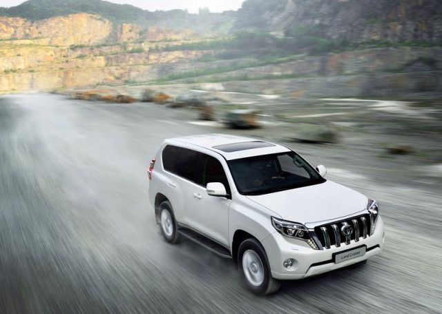 2014_TOYOTA_SUV_Land_Cruiser_front_pic-3