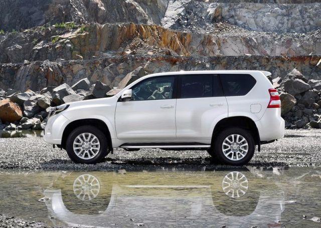 2014_TOYOTA_SUV_Land_Cruiser_profile_pic-4