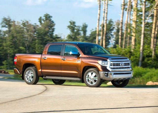 2014_TOYOTA_TUNDRA_PICK-UP_Front_pic-3