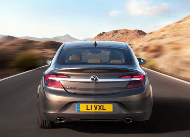 2014_VAUXHALL_INSIGNIA_Restyle_rear_pic-4