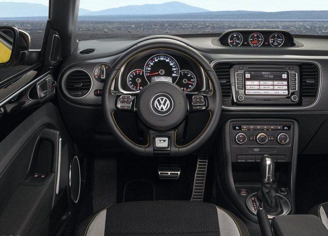 2014_VW_BEETLE_GSR_dashboard_pic-16
