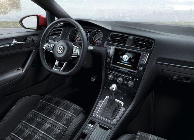 2014_VW_GOLF_GTD_interior_dashboard_pic-5