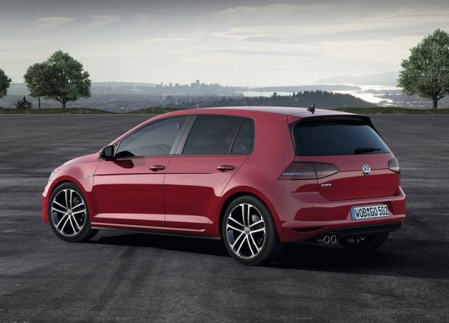 2014_VW_GOLF_GTD_rear_pic-3