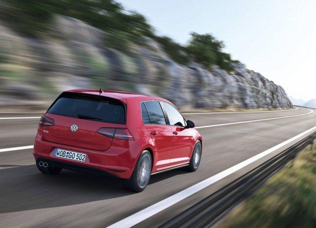 2014_VW_GOLF_GTD_rear_pic-4