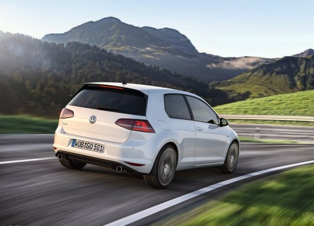 2014_VW_GOLF_GTI_rear_pic-3