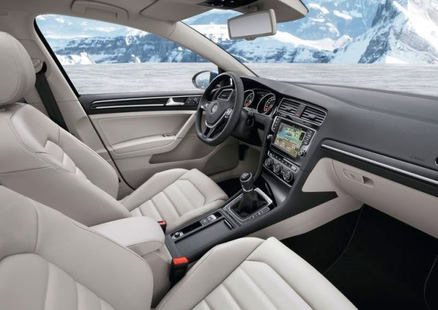 2014_VW_GOLF_SW_VARIANT_interior_pic-14