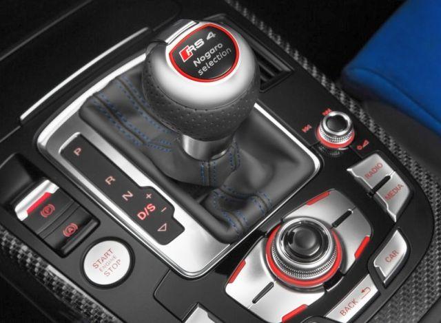 2015_AUDI_RS4_AVANT_Nogaro_Selection_gearknob_pic-7