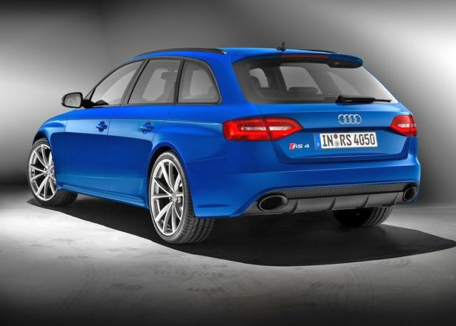 2015_AUDI_RS4_AVANT_Nogaro_Selection_rear_pic-3