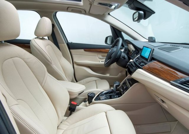 2015_BMW_2_ACTIVE_TOURER_interior_pic-5