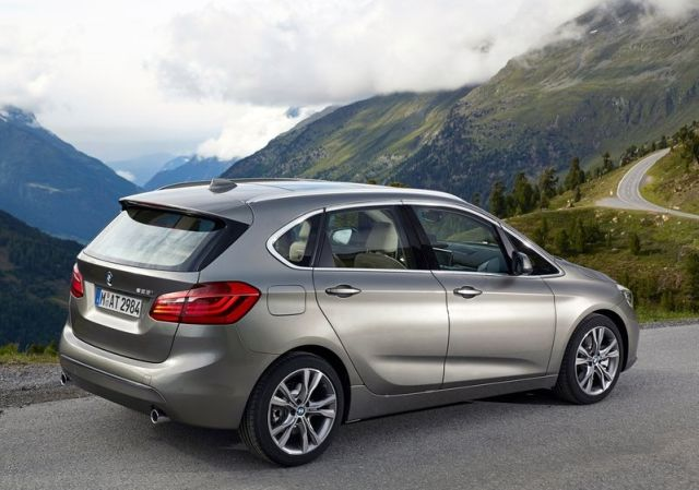 2015_BMW_2_ACTIVE_TOURER_pic-13