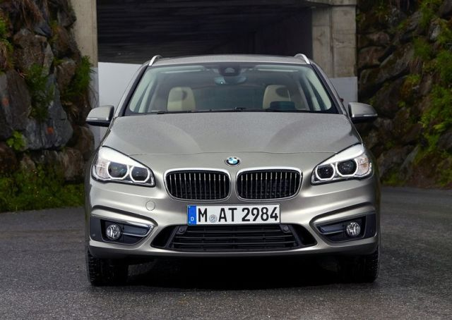 2015_BMW_2_ACTIVE_TOURER_pic-8