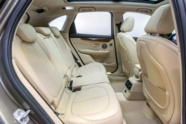 2015_BMW_2_ACTIVE_TOURER_seats_pic-6
