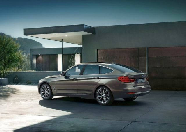2015_BMW_3_GT_rear_pic-5