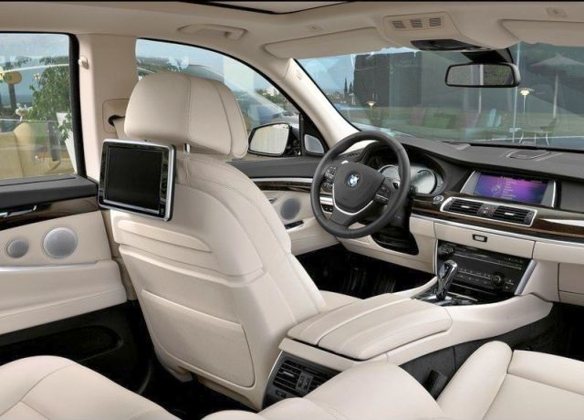 2015_BMW_5_SERIES_GT_interior_pic-14