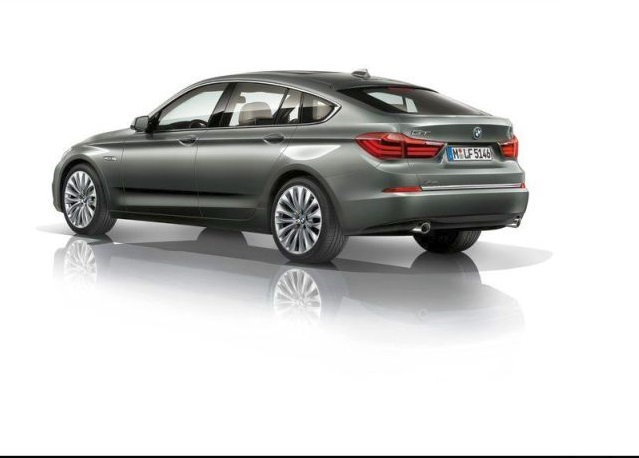 2015_BMW_5_SERIES_GT_rear_pic-6