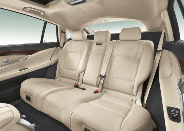 2015_BMW_5_SERIES_GT_rear_seats_pic-11