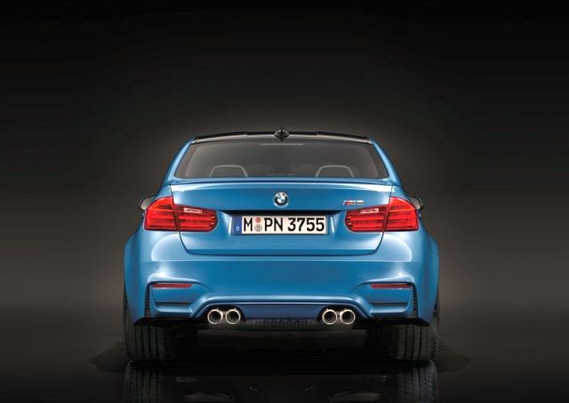 2015_BMW_M3_rear_pic-12