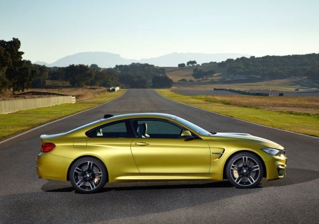 2017_BMW_M4_COUPE_profile_pic-4