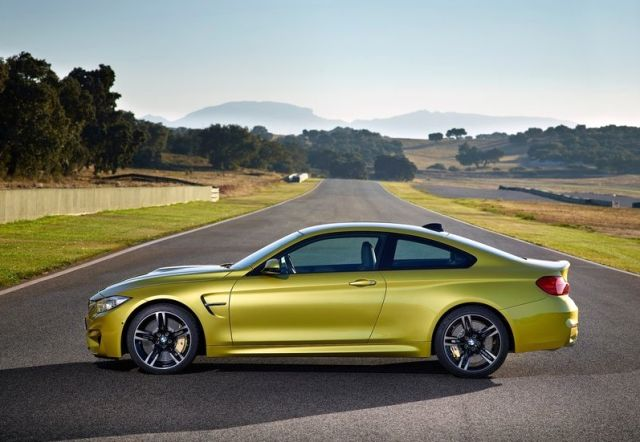 2017_BMW_M4_COUPE_profile_pic-5