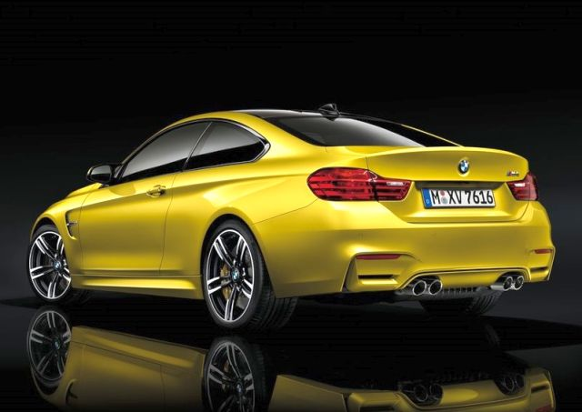 2015_BMW_M4_COUPE_rear_pic-8