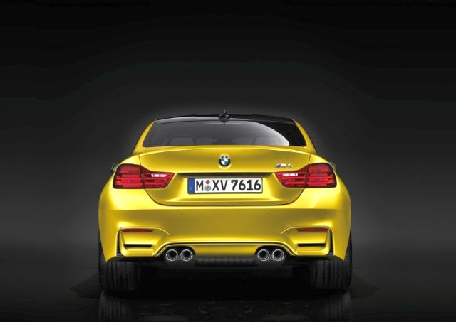 2015_BMW_M4_COUPE_rear_pic-9