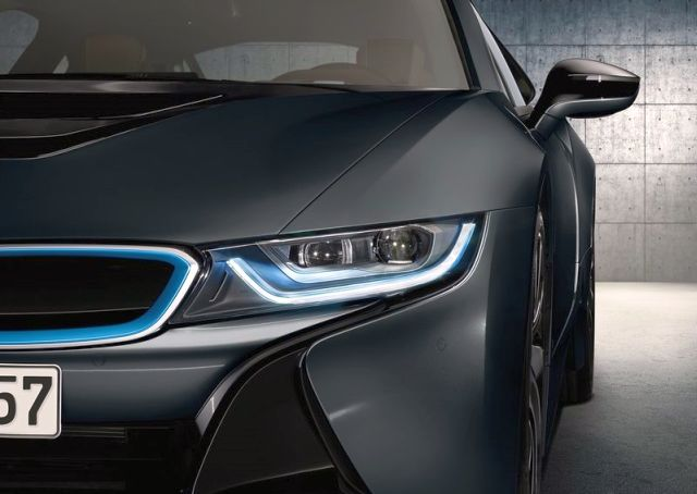 2015_BMW_i8_front_pic-11