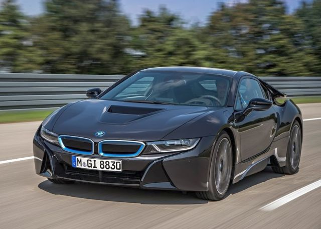 2015_BMW_i8_front_pic-3