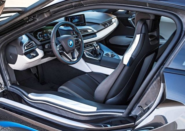 2015_BMW_i8_interior_pic-10