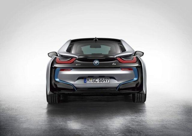 2015_BMW_i8_rear_pic-6