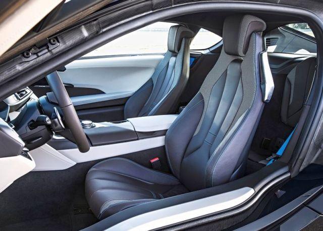 2015_BMW_i8_seats_pic-13