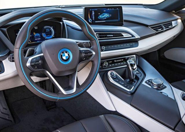 2015_BMW_i8_steeringwheel&dashboard_pic-9