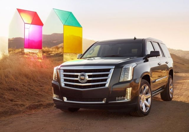 2015_CADILLAC_ESCELADE_front_pic-1