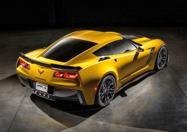 2015_CHEVROLET_CORVETTE_Z06_rear_pic-2
