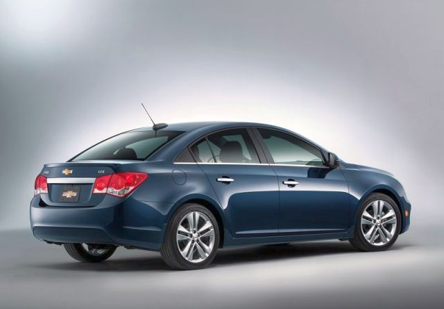 2015_CHEVROLET_CRUZE_rear_pic-3