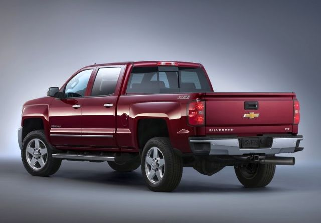 2015_CHEVROLET_SILVERADO_HD_2500_Z71_rear_pic-2