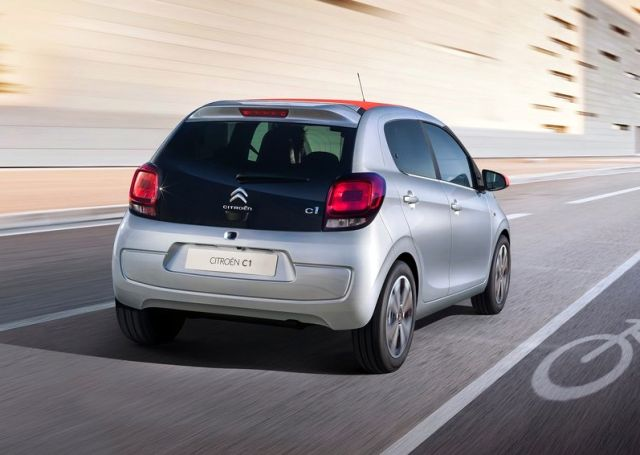 2015_CITROEN_C1_rear_pic-4