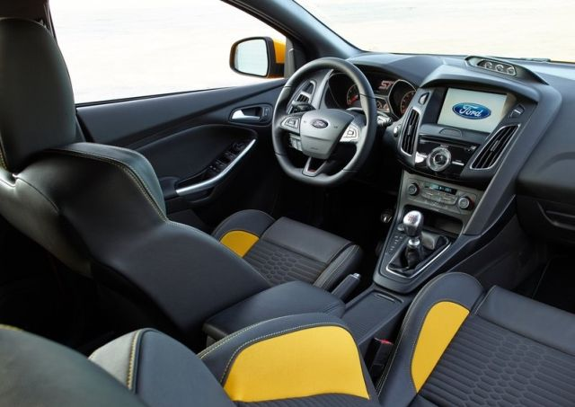 2016_FORD-FOCUS_ST_pic-14