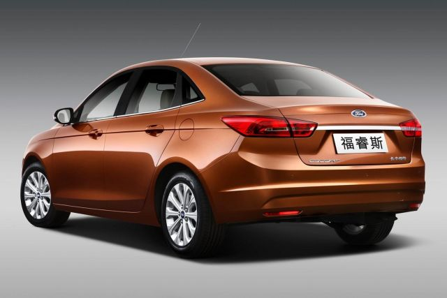 2015_FORD_ESCORT-Fiesta Sedan_rear_pic-4
