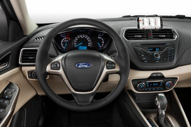 2015_FORD_ESCORT-Fiesta Sedan_steeringwheel_pic-5