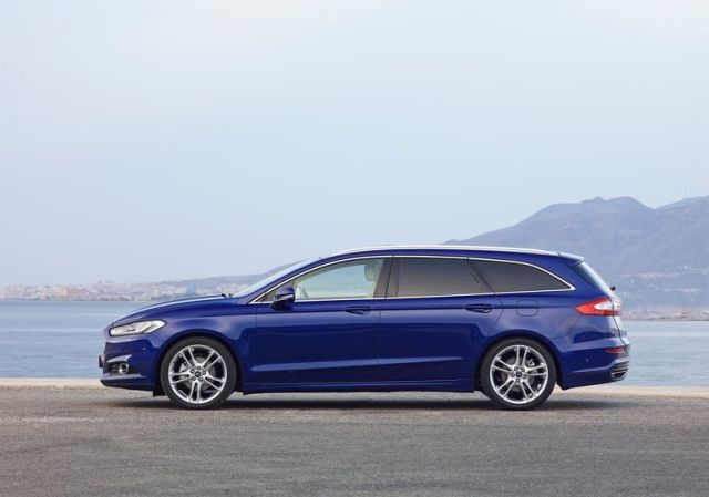 2015_FORD_MONDEO_WAGON_pic-3
