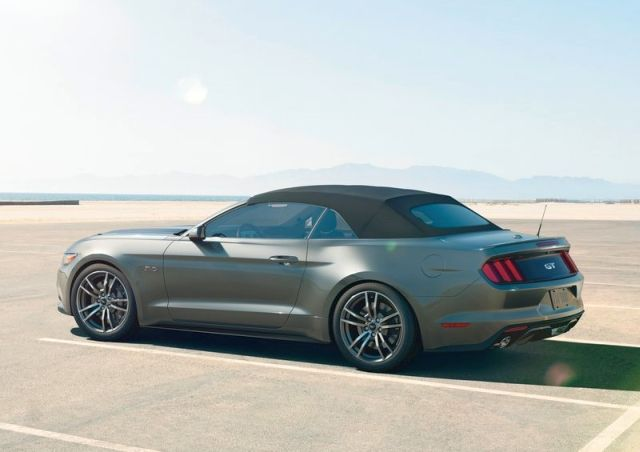 2015_FORD_MUSTANG_CABRIO_rear-pic-6