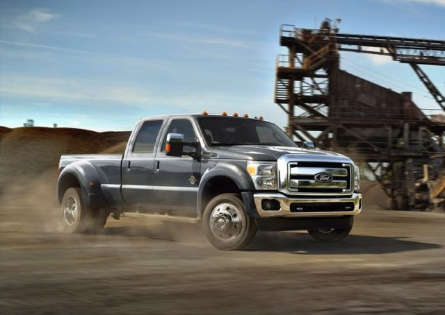 2015_FORD_SUPER_DUTY_F-450_Truck_front_pic-1