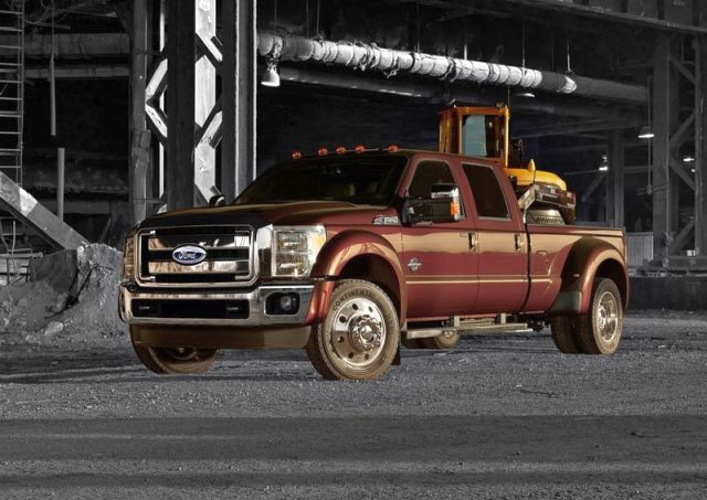 2015_FORD_SUPER_DUTY_F-450_Truck_front_pic-2