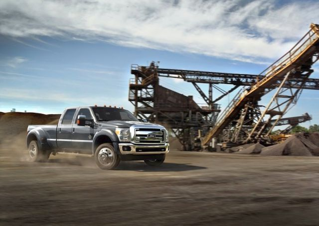 2015_FORD_SUPER_DUTY_F-450_Truck_front_pic-3