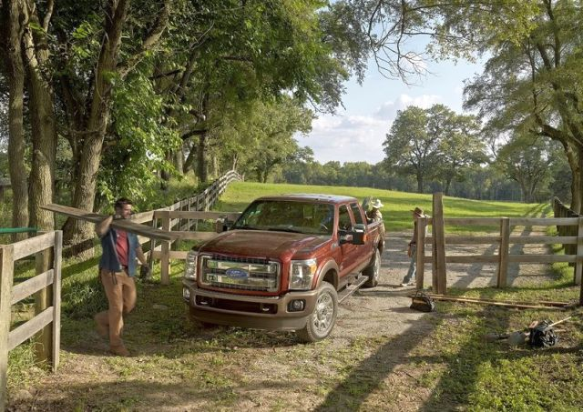 2015_FORD_SUPER_DUTY_F-450_Truck_front_pic-4