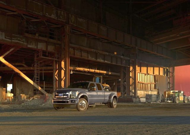 2015_FORD_SUPER_DUTY_F-450_Truck_front_pic-6