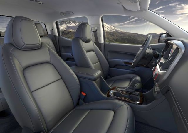 2015_GMC_CANYON_interior_pic-7