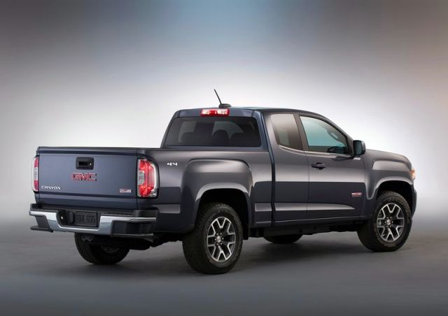 2015_GMC_CANYON_rear_pic-4