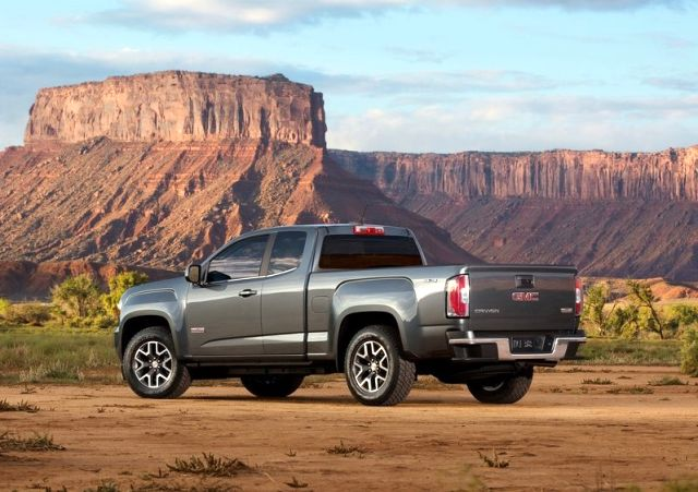 2015_GMC_CANYON_rear_pic-5
