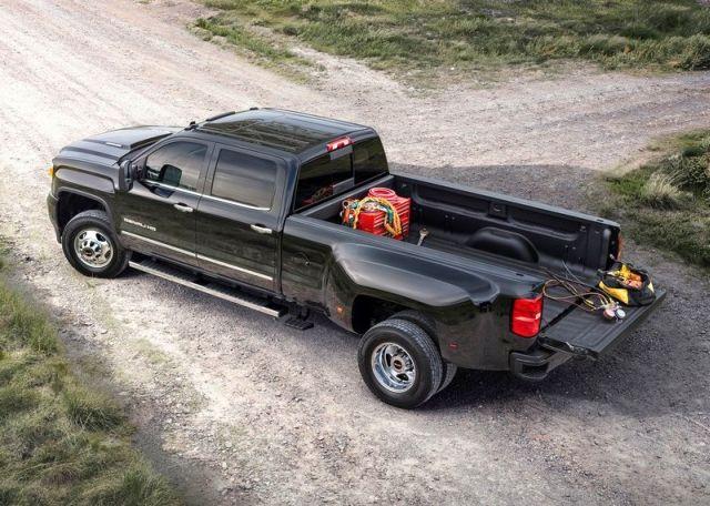 2015_GMC_SIERRA_DENALI_3500HD_4x4_truck_front_pic-10